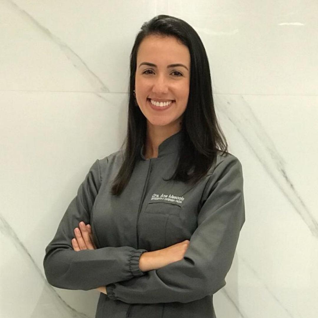 Dra Ana Mascolo - Dentista especialista em Ortodontia da Clínica StudioUno Odontologia - Brasília/DF